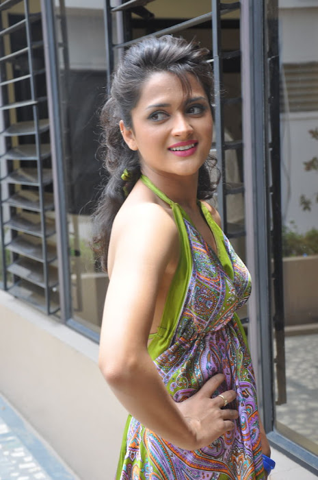 Faith poses sideways to reveal well maintained arms - (2) -  Faith in a green handkercheif dress! Veryyyy hot!!!