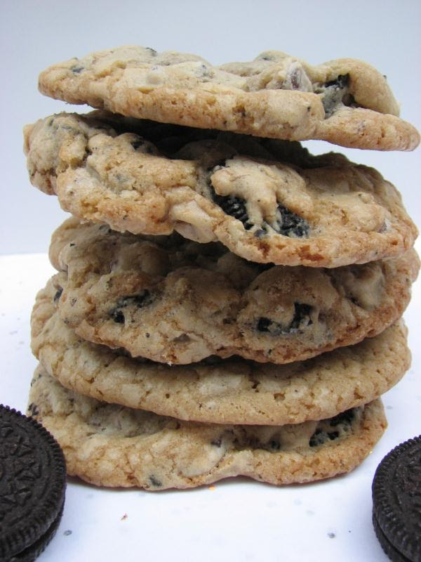 Heidi Bakes: Oreo Chocolate Chip Cookies