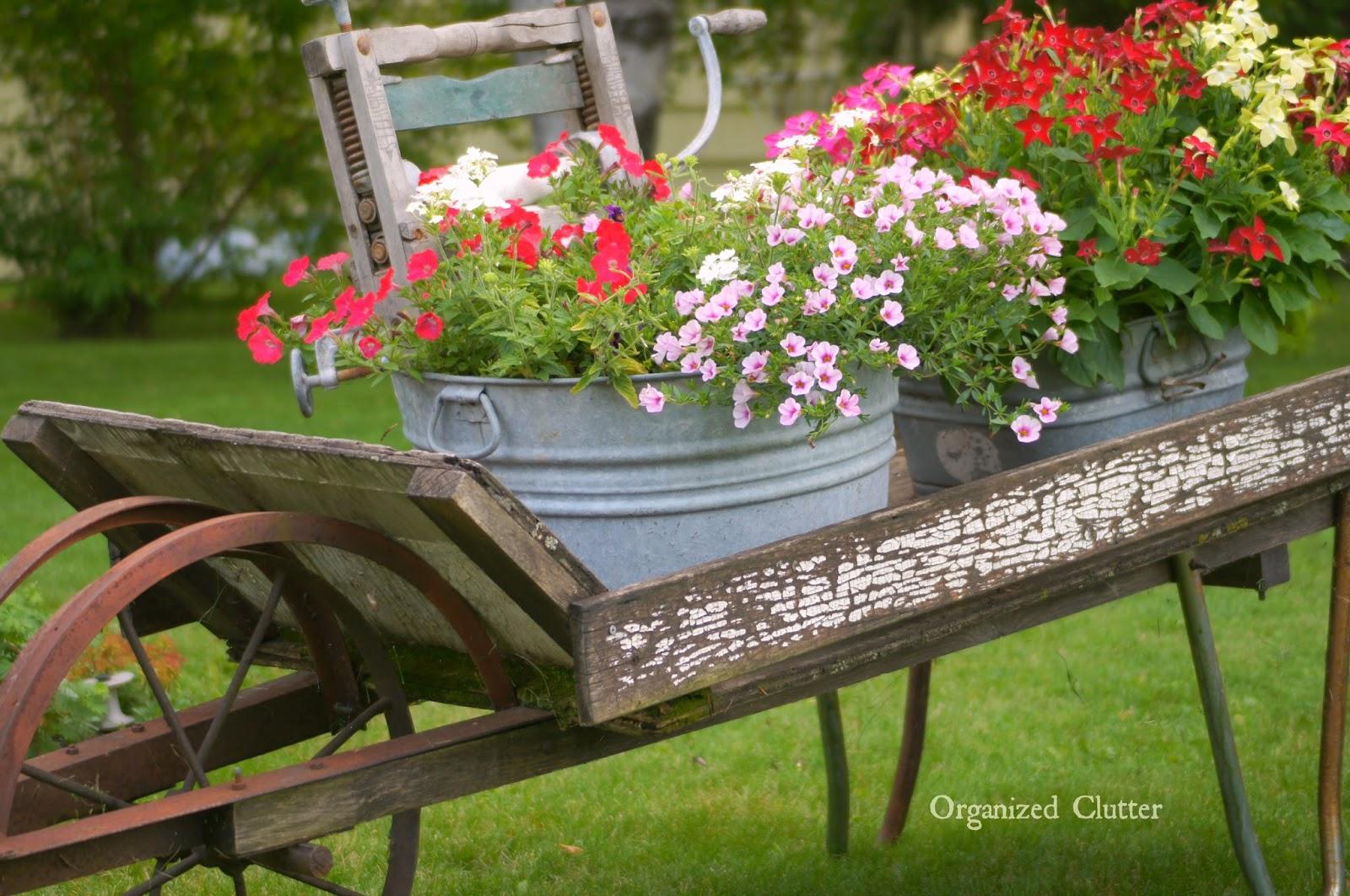 Garden junk ideas galore 2014 round up organized clutter - Zinkwanne dekorieren ...
