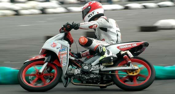 Modifikasi Honda Blade 110R Racing - sumber: motorplus.otomotifnet.com title=