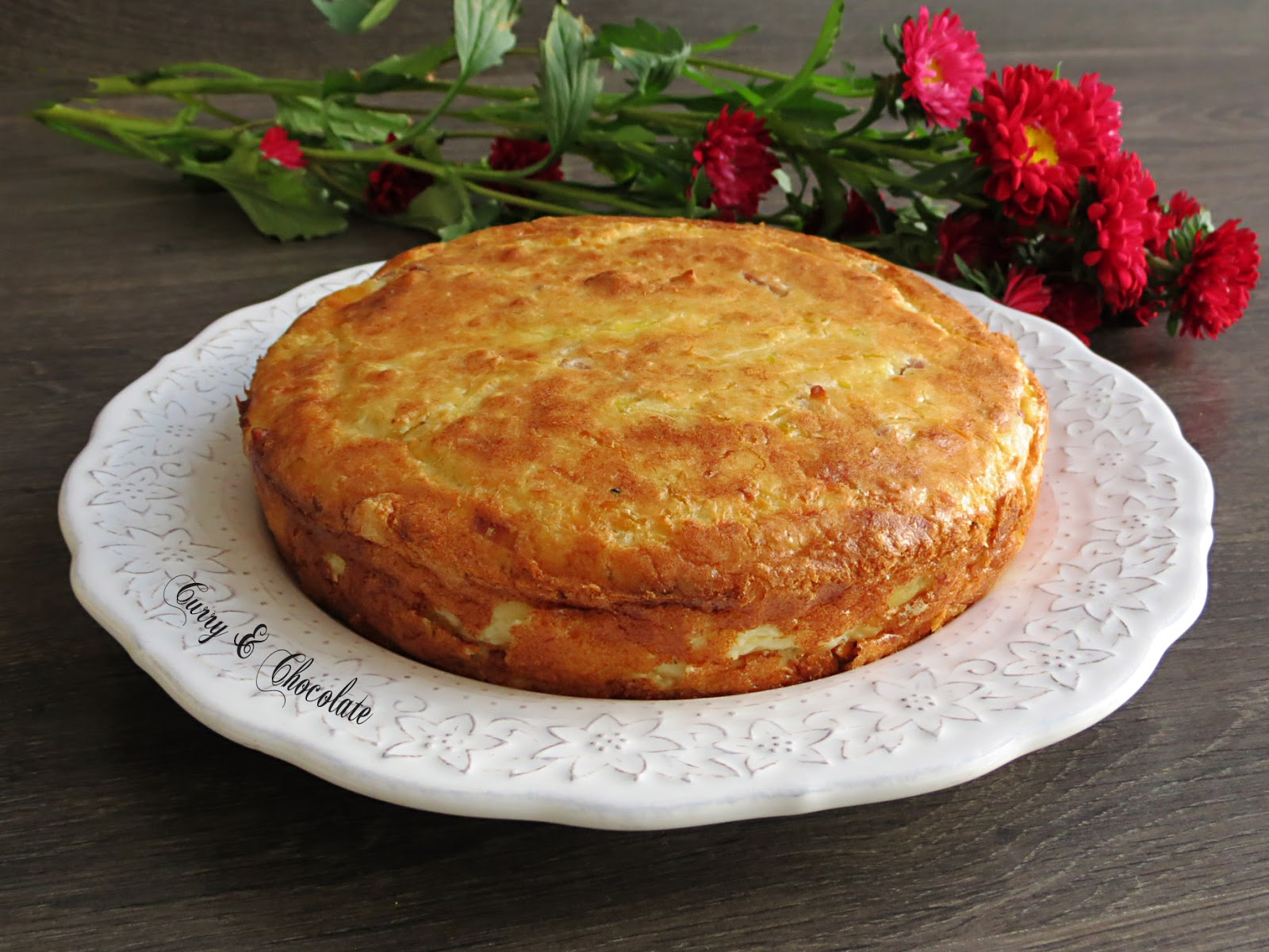 ... queso viejo, puerro y bacon – Salty cake with cheese, leek and bacon