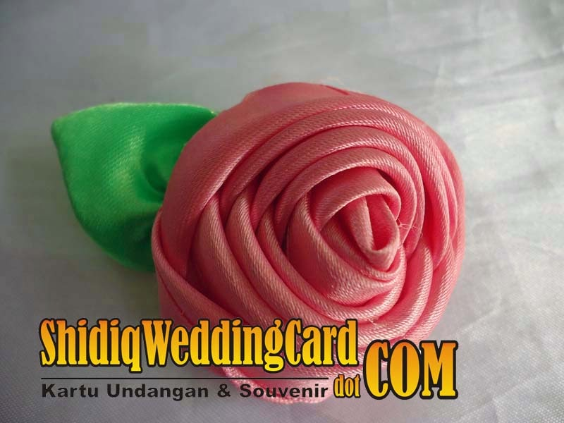 http://www.shidiqweddingcard.com/2014/09/souvenir-bross-bunga-3.html