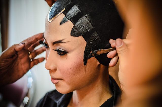 rias atau makeup pengantin perempuan dalam pernikahan tradisional adat jawa di java village resort yogyakarta