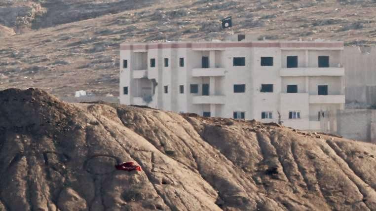 ISIS Raises Flag In Town Near Turkey Border