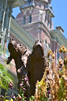image of Henry Plant's hounds on the grounds of University of Tampa