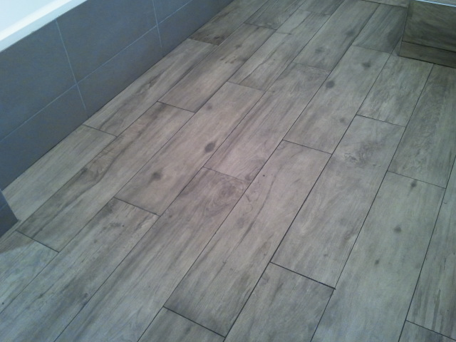 Poser du carrelage imitation parquet sans joint for Taille joint carrelage
