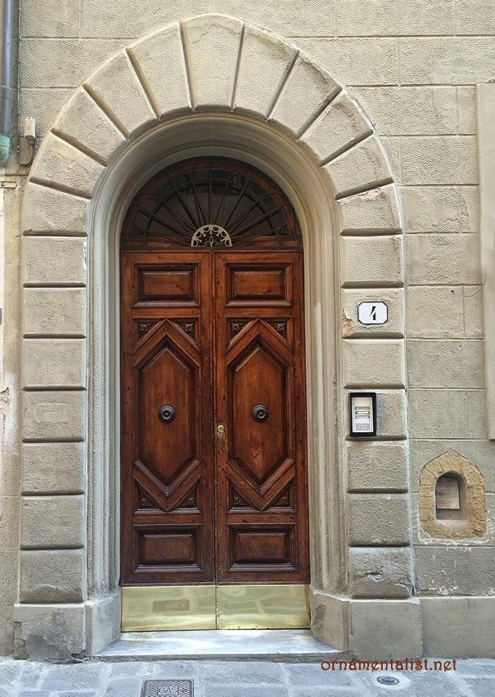 No.4 still has its buchette del vino & The Ornamentalist: Doors of Florence