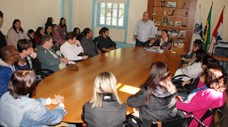 Representantes da Prefeitura recebem professores das escolas municipais do interior