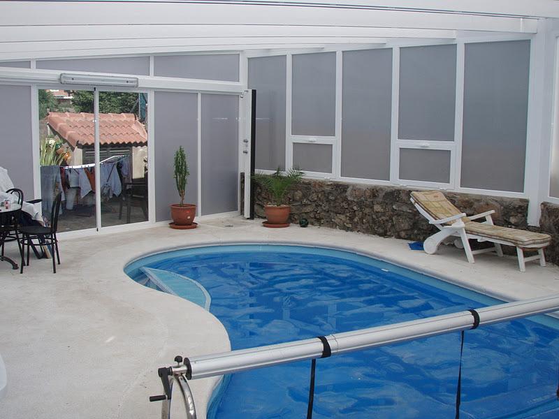 Foto de cubierta para piscina en policarbonato alveolar for Techos para albercas