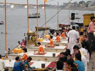varanasi ganga ritual ceremony evening