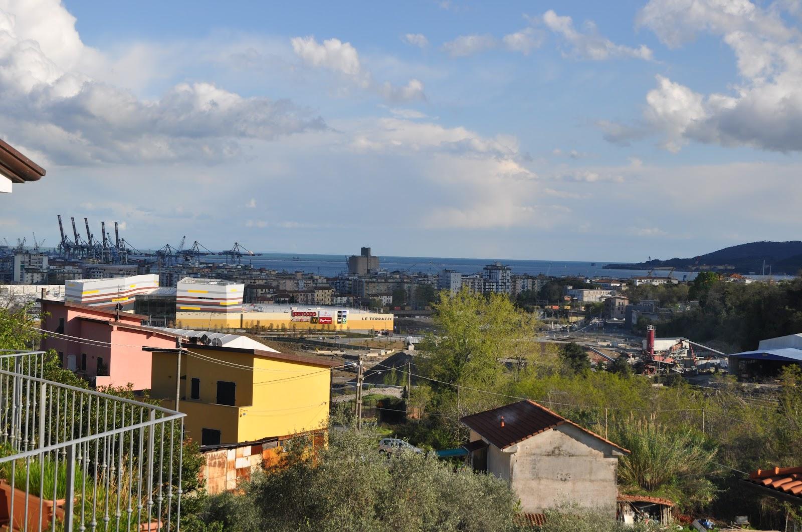 Note di Grondacci : Spezia: un centro commerciale... con la città ...