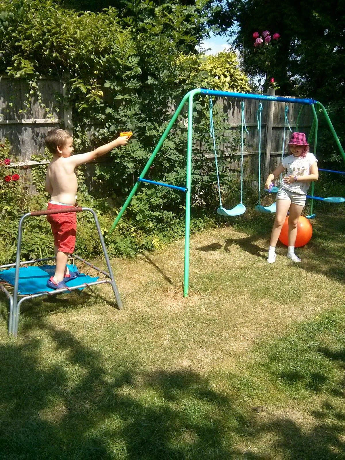 A waterfight between Top Ender and Big Boy