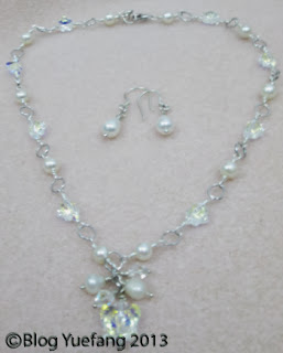 Simple_flowery_necklace
