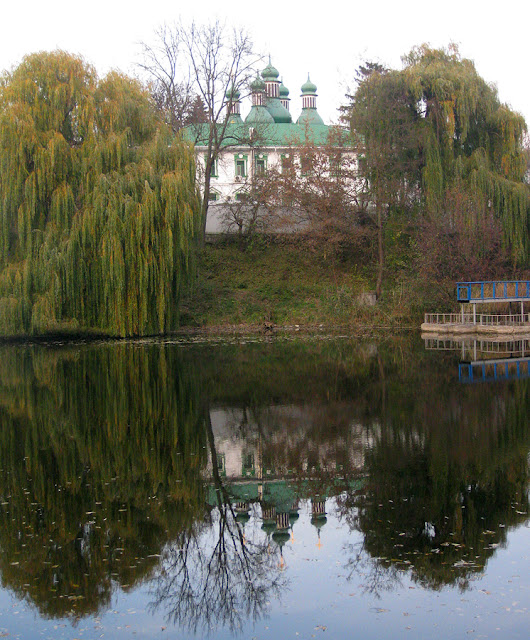 Фото Виталия Бабенко: церковь и пруд