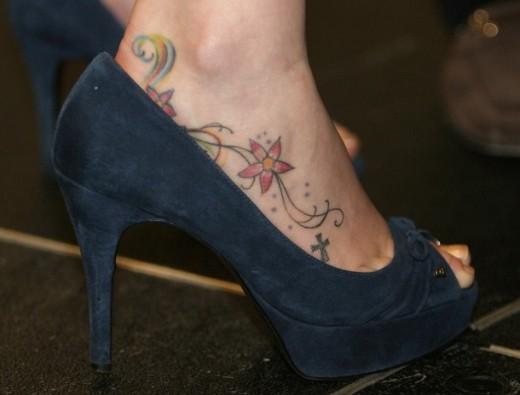 Tatuagens femininas delicadas - Pé
