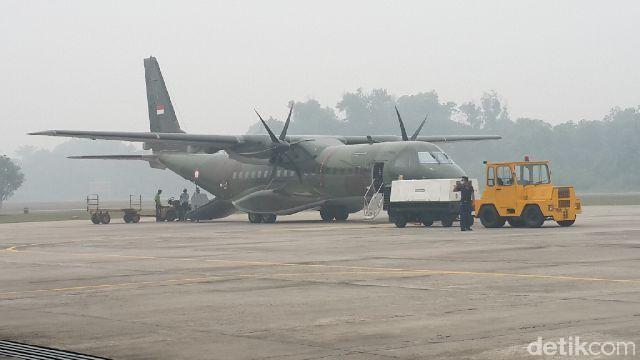 Meski Jarak Pandang Terbatas, Hercules Milik TNI Tetap Mendarat di Pekanbaru