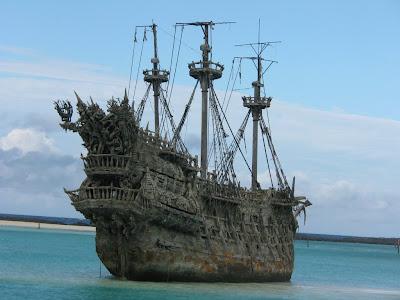 Bateau pirate en bois