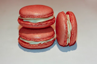 White chocolate and strawberry macaroons