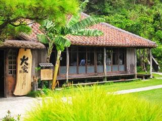 アグーと沖縄料理と沖縄そばの店「大家(うふやー)」外観写真