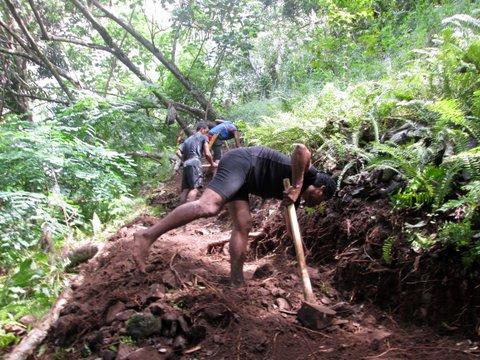 Les bénévoles du Raid Painapo en action