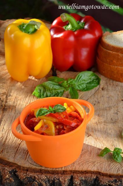 Peperonata (Duszona papryka w pomidorach)