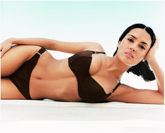 salma_hayek_bikini_picture_Fun_Hungama