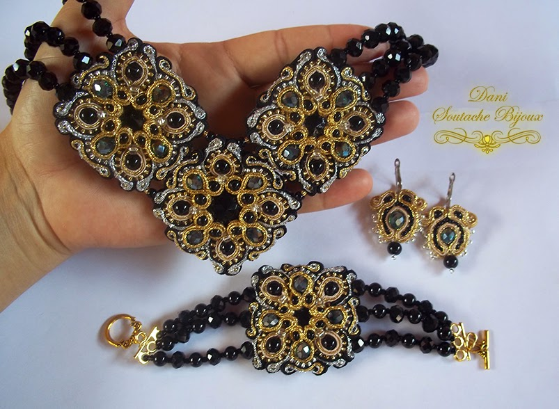 Conjunto em soutache composto por colar, bracelete e brincos.