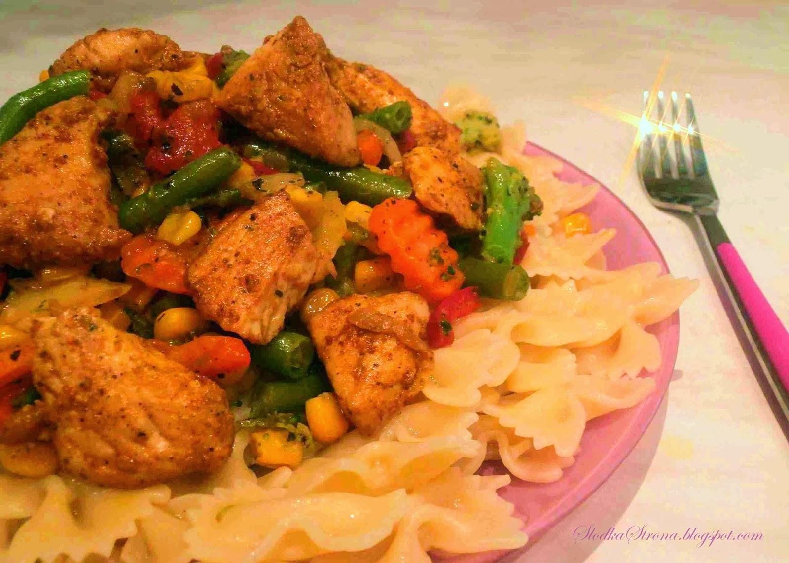 Makaron z Kurczakiem i Warzywami - Przepis - Słodka Strona