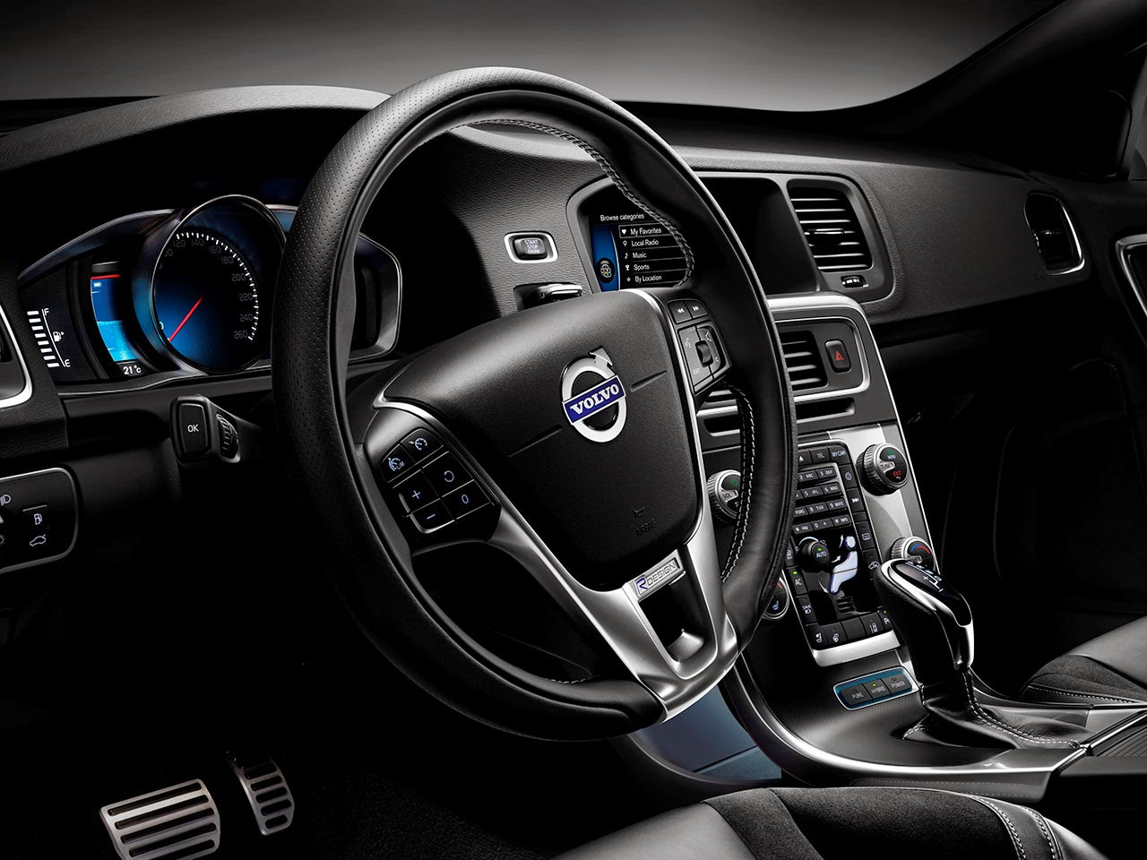 Volvo V60 Plug-In Hybrid R-Design dash