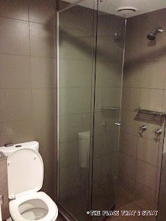 Australia trip - Sydney - Sydney Harbor YHA - The bathroom