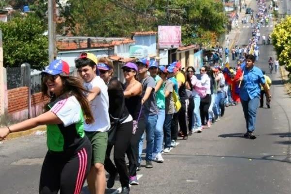 Cadena kilometrica de estudiantes en Tachira. 17 de Febrero de 2014