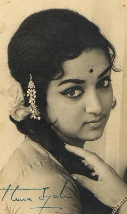 Old movie stars photos of hindi movie star for Old indian actress photos