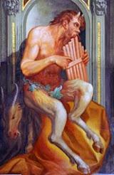 Detalle del dios Pan en la biblioteca