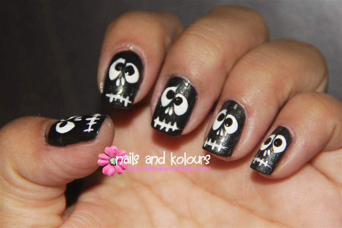 Nail Art: Black and White Skulls