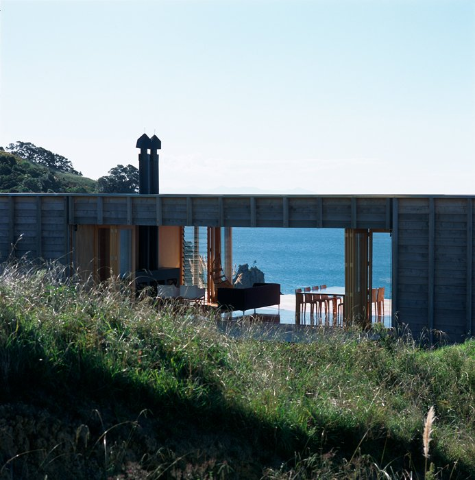 Luxury beach homes beachfront house coromandel new zealand for Holiday home designs new zealand