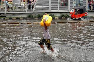 Gambar-Jakarta-Saat-Digenangi-Banjir-2013_1