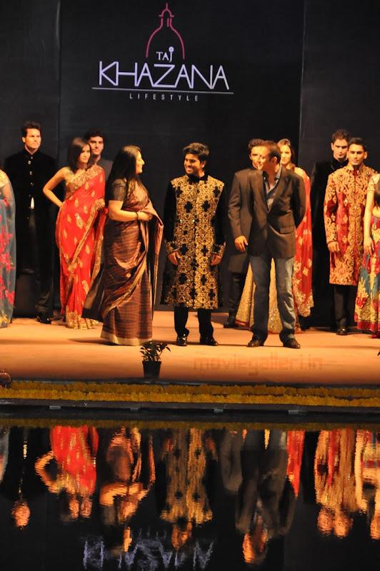 Ram Charan Teja Walks Ramp in TAJ KHAZANA Lifestyle Fashion Show movie photos