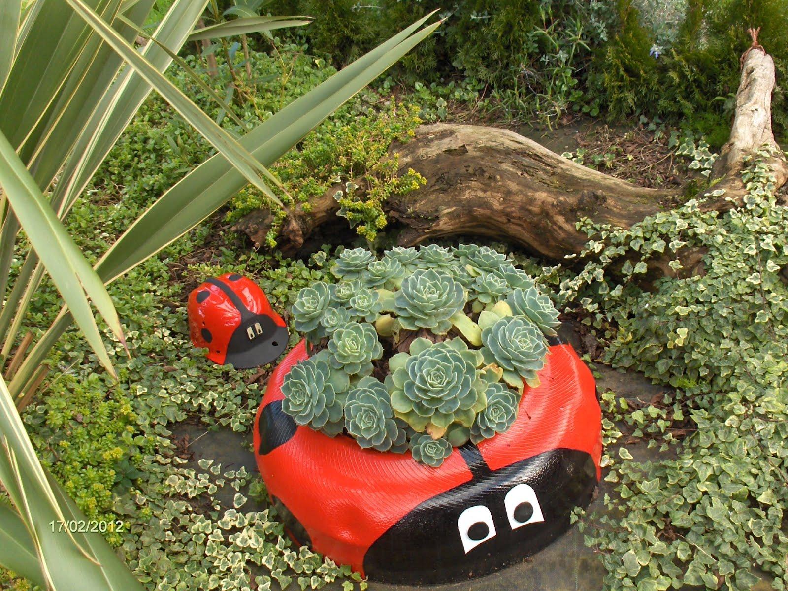 Aprendiz reciclar casco de obra para convertirlo en for Como hacer adornos para el jardin