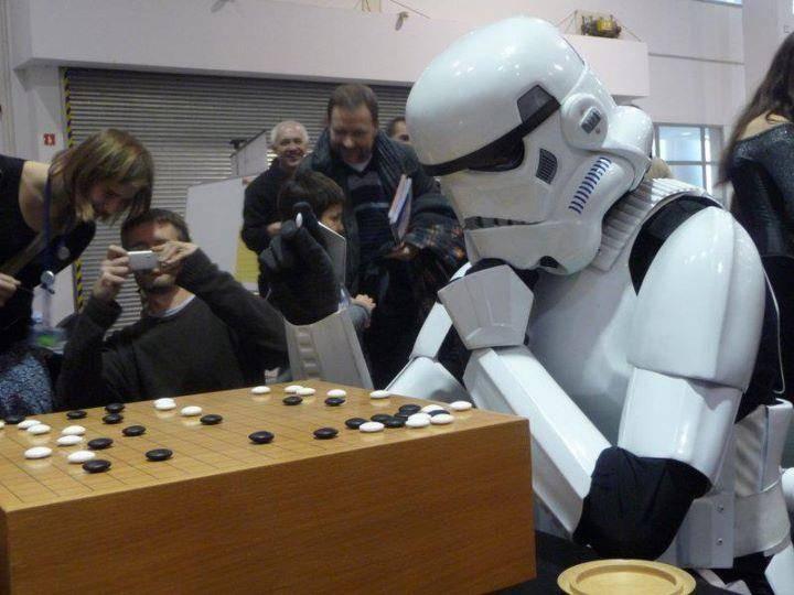 http://2.bp.blogspot.com/-yqEvR4cLidI/T474dmkgzgI/AAAAAAAAAKY/9RgV1PB1GKM/s1600/go-game-storm-trooper.jpg