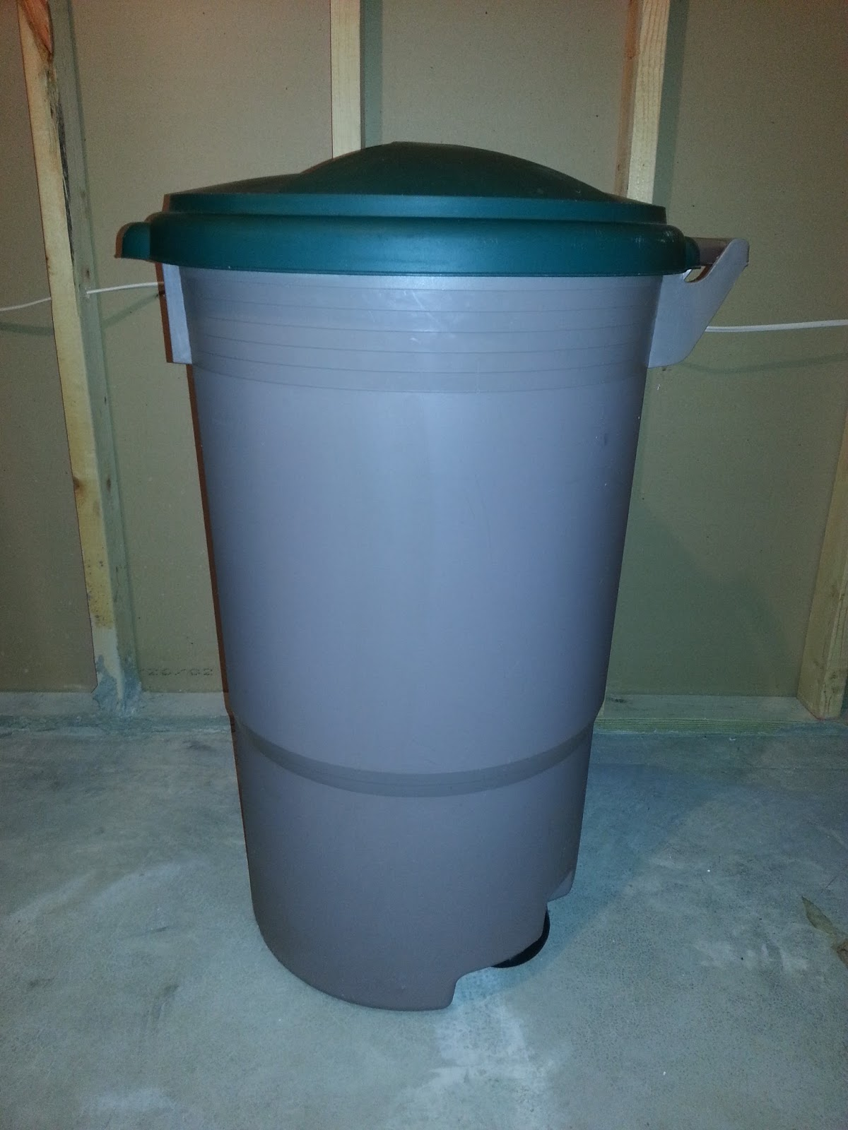 s o s how to build an indoor or outdoor compost bin. Black Bedroom Furniture Sets. Home Design Ideas