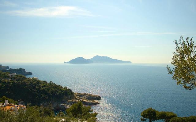 Foto van een tropisch eiland in de zee