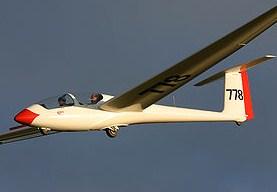 planeador en vuelo