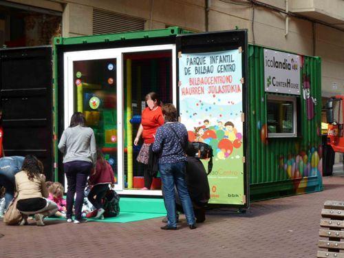Parque infantil por contenhouse casa minimalista - Parque infantil casa ...