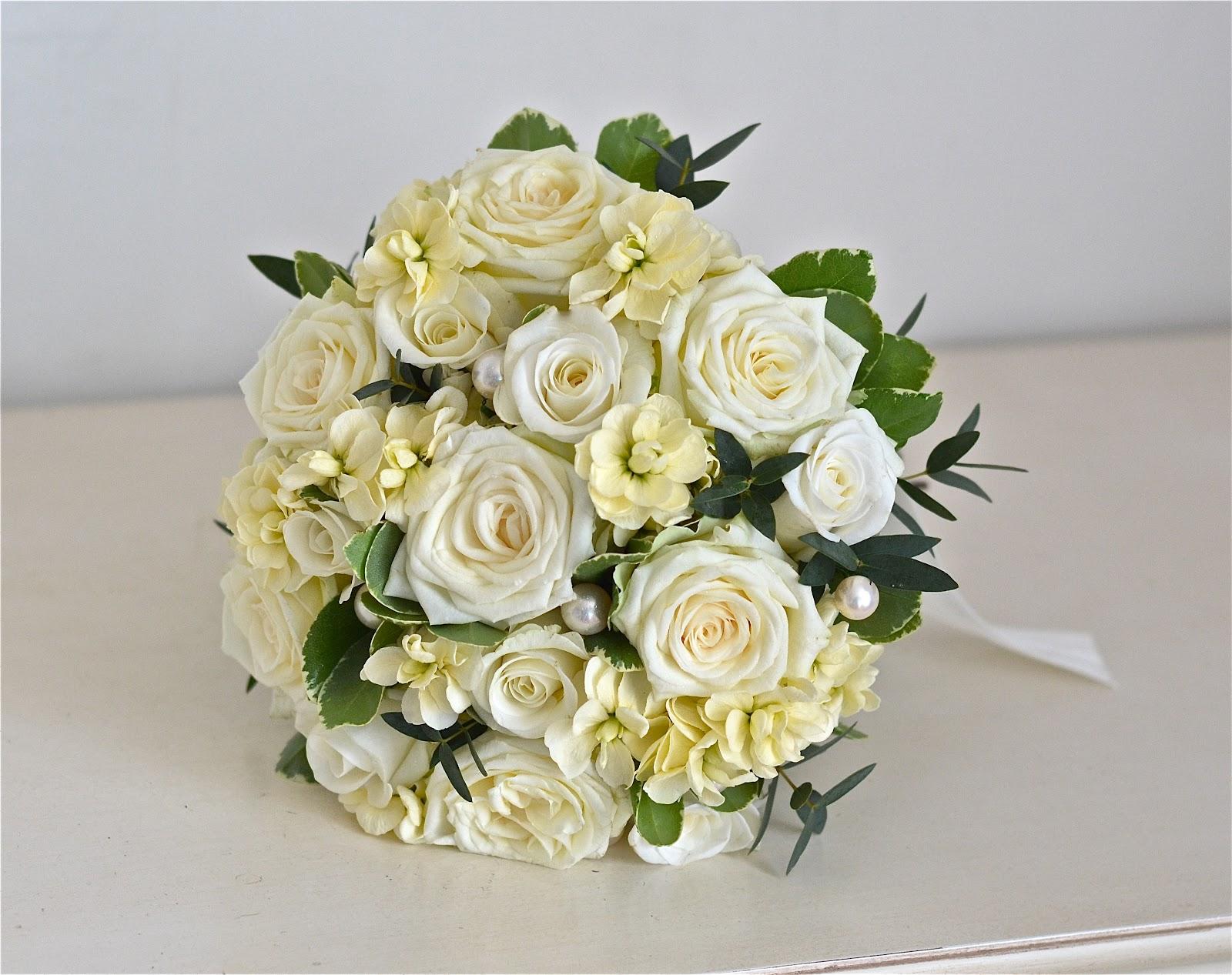 Wedding Flowers Blog Lisas Vintage Cream Wedding Flowers Spread Eagle HotelMidhurst