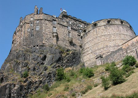 Scariest Haunted Houses In The World Edinburgh Castle
