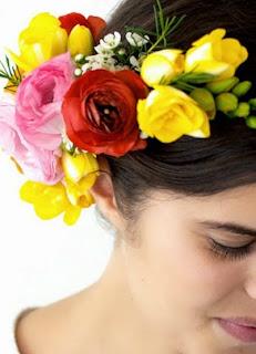 http://www.guiademanualidades.com/diadema-con-flores-frescas-30737.htm#more-30737