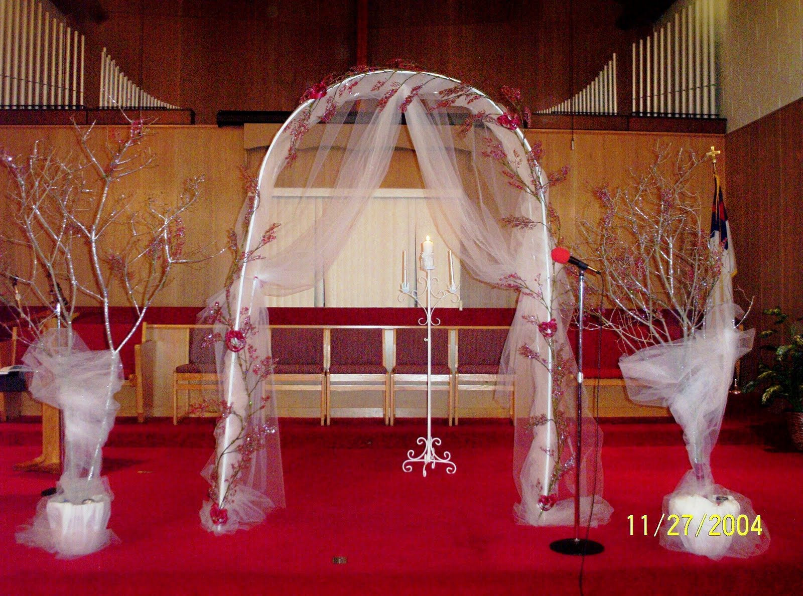 Detroit michigan wedding planner blog decorating the church for Altar decoration wedding