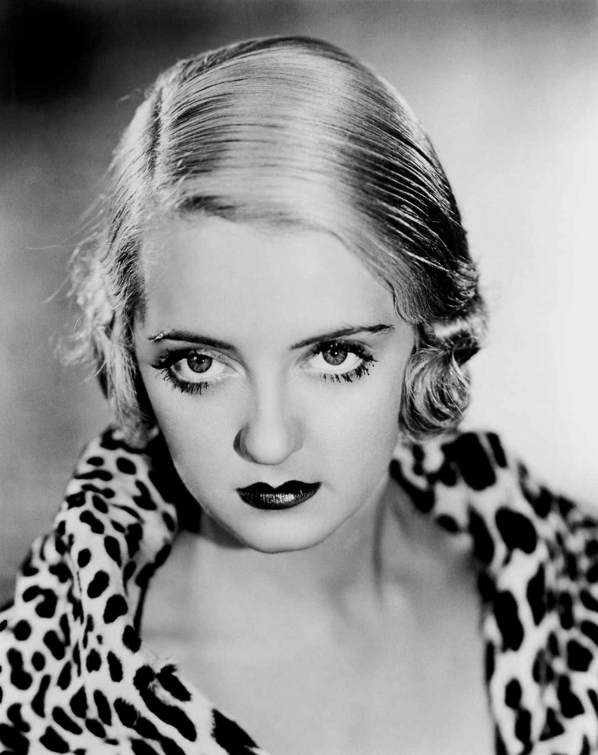 love those classic movies in pictures bette davis. Black Bedroom Furniture Sets. Home Design Ideas