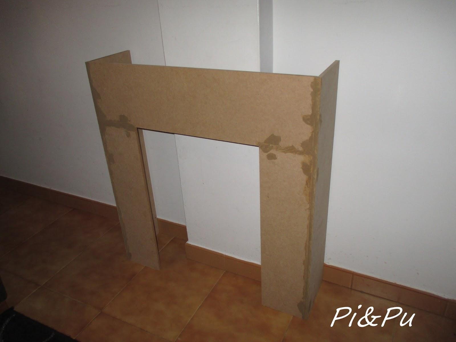 una vez montada he cubierto la base con una plaqueta marrn y le he hecho un marco con una plaqueta imitacin madera clara todo ello pegado con silicona y