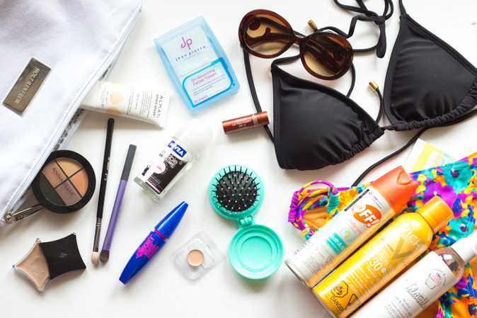 beach bag day beauty esssentials